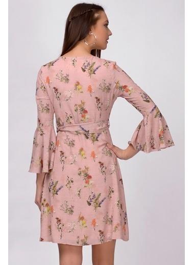 İroni V Yaka Çiçekli Volanlı Şifon Elbise Pudra
